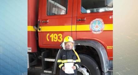 """Enzo ganhou um """"dia de bombeiro"""" em MG"""