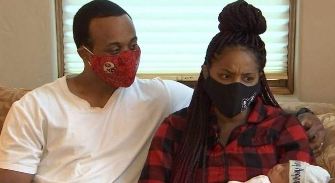 Casal ligou para o corpo de bombeiros poder ajudar no parto