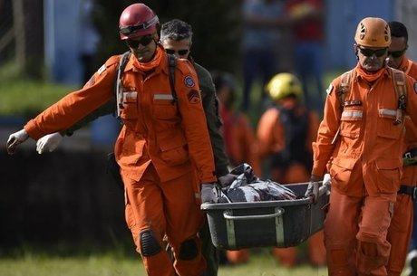 Ao menos nove pessoas morreram e mais de 300 estão desaparecidas