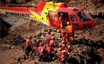 Bombeiros fazendo resgate em Brumadinho