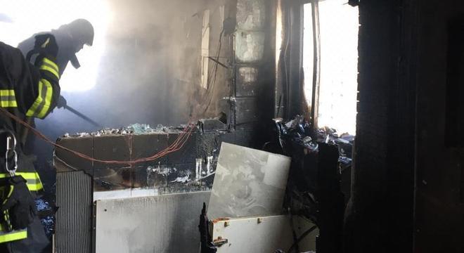 Incêndio atinge apartamento no bairro do Itaim Bibi, zona sul de SP