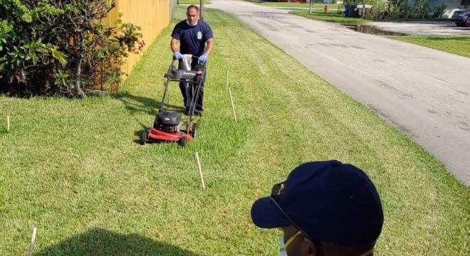 Socorristas fazem o trabalho de casa para idoso que passou mal