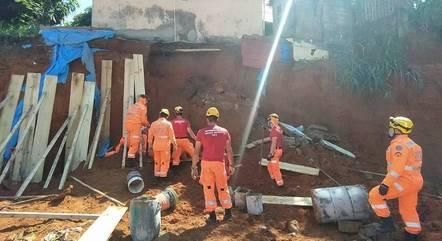 Vítimas faziam escavações quando foram soterradas