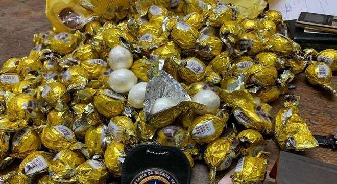 Nas embalagens, a PF encontrou cerca de 5 kg de cocaína