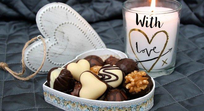 Confira uma varidade de bombons e chocolates para presentear seu amor com doçura