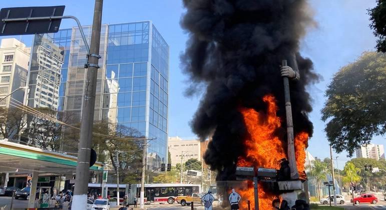 Estátua do Borba Gato foi incendiada em julho