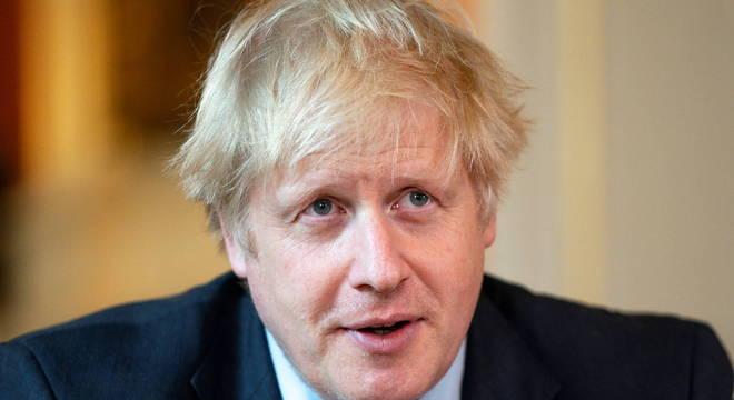 """""""Não estamos lá ainda"""", afirma o premiê britânico sobre a eficácia das doses"""