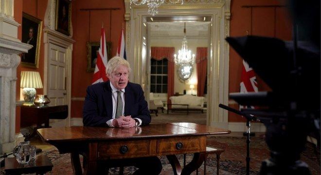 Boris Johnson fez novo recuo e anunciou novo lockdown nesta semana
