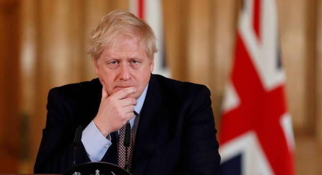 Boris Johnson 'responde a tratamento' para covid-19 em UTI de Londres