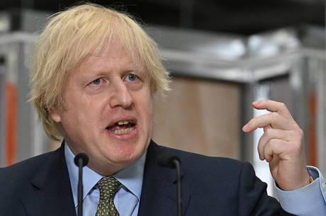 'Precisamos ser mais rigorosos', diz Boris Johnson