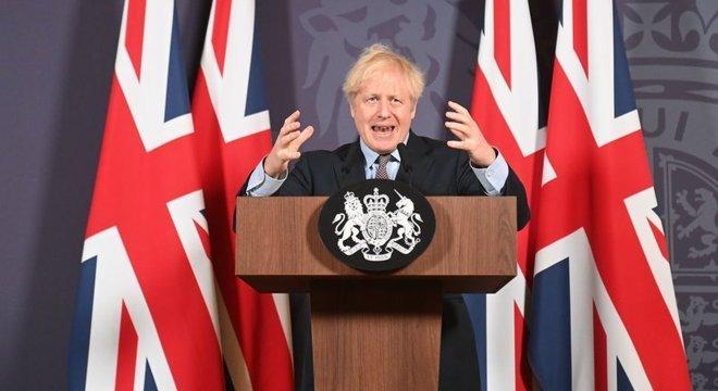 O Reino Unido e a União Europeia chegaram a um acordo para definir seu novo relacionamento em 24 de dezembro, uma semana antes do prazo final