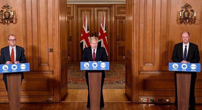 Primeiro-ministro Boris Johnson disse que nova variantes está espalhando rapidamente