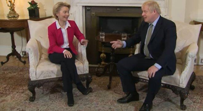 Boris Johnson e Ursula von der Meyer conversarão neste sábado (5)