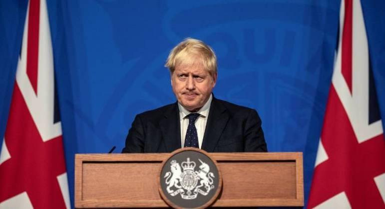 O primeiro-ministro britânico Boris Johnson em uma conferência de imprensa sobre a Covid-19