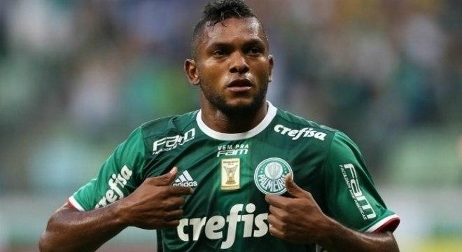 Comportamento egocêntrico, fechado de Borja. Falta de envolvimento com o Palmeiras