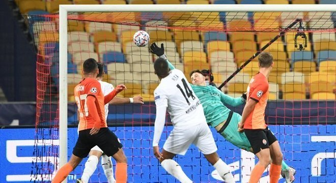 Pléa, três gols nos 6 X 0 do Borussia Moenchengladbach em Kiev