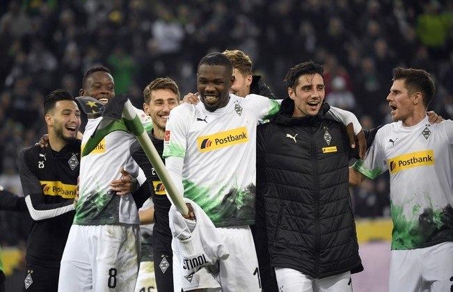 Borussia Mönchengladbach - Pontos:49  / Jogos:25  / Vitórias:15 / Empates: 4 / Derrotas: 6 / Gols: 49