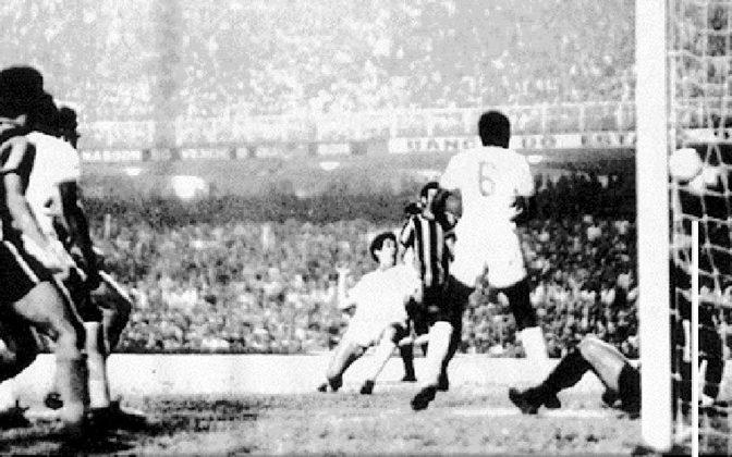 Botafogo 0 x 1 Fluminense, em 27 de junho de 1971, pelo Campeonato Carioca - público de 160.000