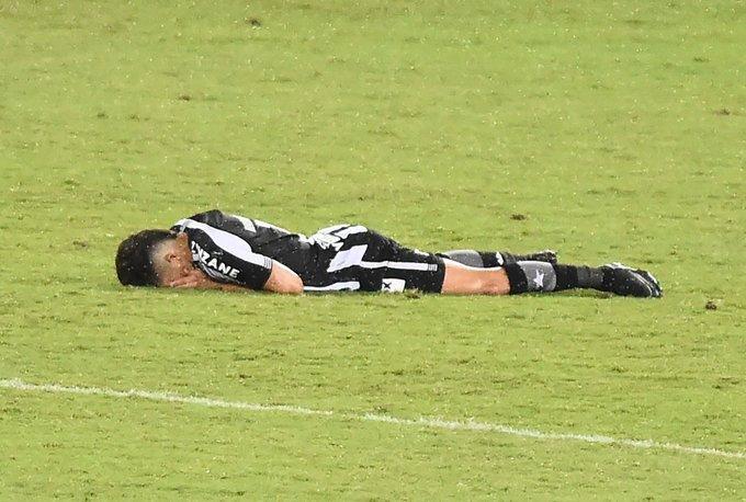Botafogo caiu para a Série B, pela terceira vez. Com dívida perto de R$ 1 bilhão, momento dramático