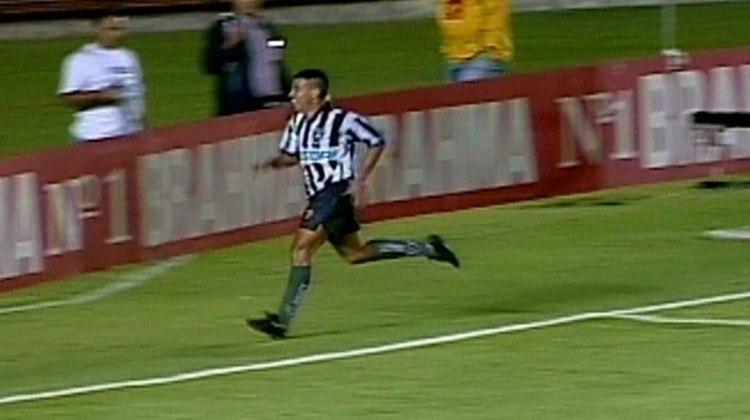 Botafogo 1 x 0 Vasco (Carioca 1997): O atacante Dimba foi o herói título estadual do Botafogo sobre o Vasco, em 1997. Ele foi o autor do gol da vitória por 1 a 0, no Maracanã. Na comemoração, comeu um punhado de grama do estádio.