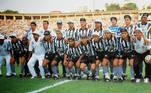 Botafogo – 25 anos sem títulos de expressãoO Glorioso está na memória de muitas pessoas como o time do Garrincha e um dos grandes do futebol nacional, mas há mais de duas décadas o torcedor não comemora nenhum título de expressão. Após ser conquistar a Taça Conmebol, em 1993, e o segundo Campeonato Brasileiro, em 1995, o Botafogo não ganhou mais nenhum título relevante (apenas um Rio-São Paulo, uma Série B e cinco estaduais)