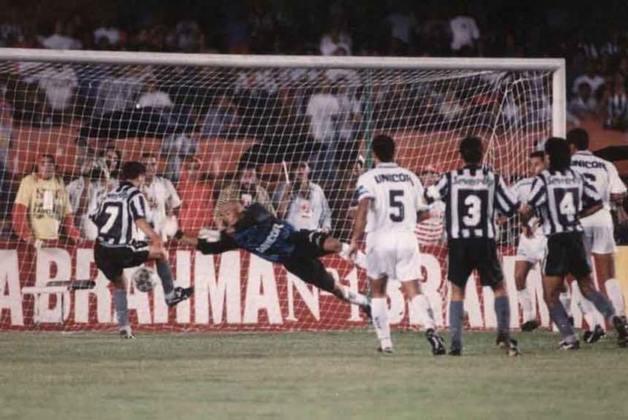Botafogo 2 x 1 Santos (Brasileiro 1995): A vitória por 2 a 1 sobre o Santos, no Maracanã, no jogo de ida das finais do Brasileirão de 1995 pavimentou o caminho para a conquista histórica do Botafogo. Gottardo e Túlio marcaram os gols alvinegros