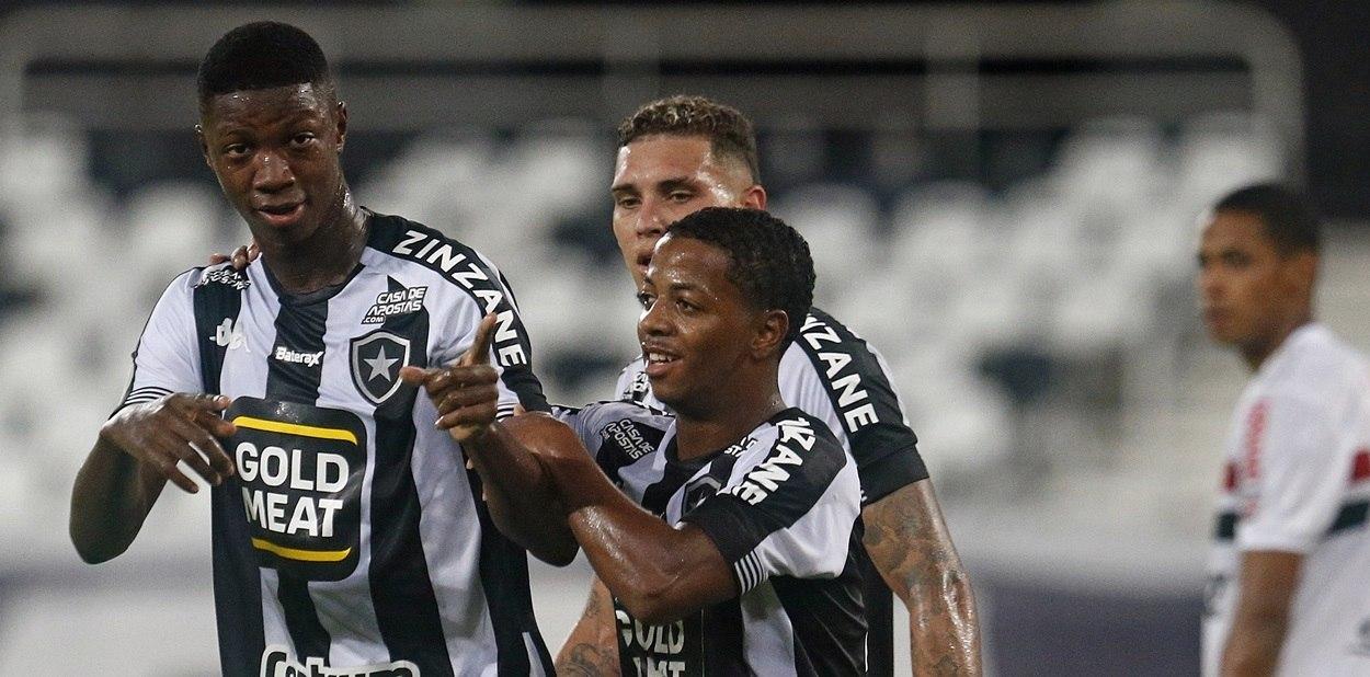 Rebaixado. Lanterna. O Botafogo não vencia há dez jogos. São Paulo, de novo, sem fibra