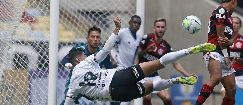 TImes como o Botafogo não temem mais o Flamengo. Atacam, sufocam