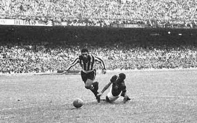 Botafogo 3 x 0 Flamengo, em 15 de dezembro de 1962, em jogo do Campeonato Carioca - público de 158.994