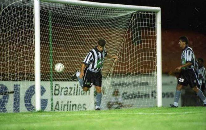 Botafogo 4 x 1 Universidad Católica (Libertadores 1996) - gol de calcanhar do túlio: Na Libertadores de 1996, o Botafogo venceu o Universidad Católica (CHI), por 4 a 1, com direito a um gol de calcanhar do ídolo Túlio Maravilha. O camisa sete já havia feito um na partida. Dauri e Bentinho completaram o placar.
