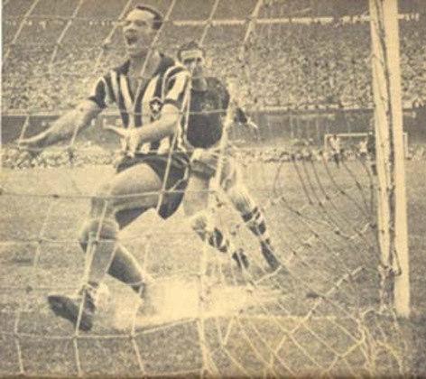 Botafogo 6 x 2 Fluminense (Carioca 1957): Em dezembro de 1957, o Botafogo goleou o Fluminense por 6 a 2, na decisão do Campeonato Carioca,aplicando a maior goleada sobre o Tricolor na era do profissionalismo. A partida foi marcada por um show de Paulo Valentim, autor de cinco gols, sendo um de bicicleta. Garrincha completou a goleada.