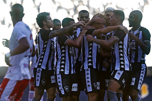 Botafogo - Após empatar com o Bangu por 1 a 1, o Glorioso segue na quarta posição do Grupo A com 4 pontos. Restando apenas duas rodadas, o alvinegro necessita vencer a Cabofriense, na próxima segunda, e derrotar a Portuguesa e torcer por tropeços de Bangu e Boavista para garantir uma vaga nas semifinais da Taça Rio