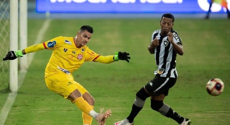 Botafogo e Bangu empatam sem gols no Nilton Santos