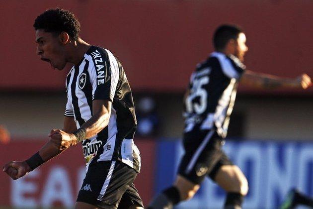 Botafogo - Número de sócios torcedores em abril de 2020: 25.000 mil/ Número de sócios torcedores em abril de 2021: 21.000/Saldo: -4.000 mil