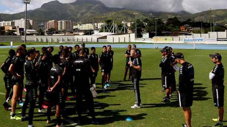 Botafogo - O Glorioso não pretende diminuir os salários de seus atletas em maio. No entanto, demitiu 45 funcionários (da sede social e do futebol) com o intuito de diminuir a folha salarial do clube.