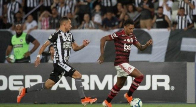 Vitinho em ação no Nilton Santos (Foto: Alexandre Vidal / Flamengo)