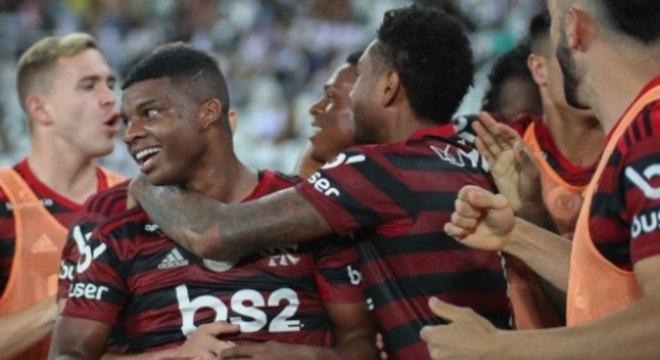 A festa do Flamengo com o menino Lincoln. Gol fundamental