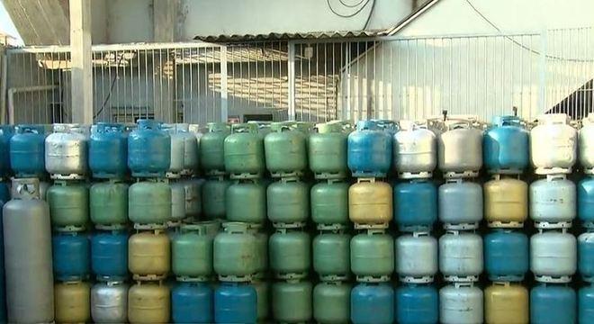 Setecentos botijões de gás são vendidos em 2 horas na zona leste de SP