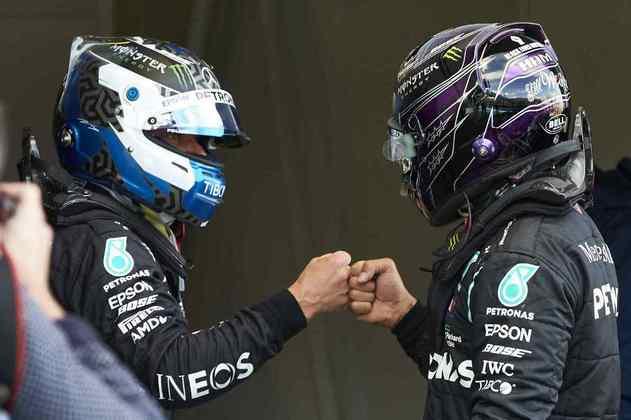 Bottas e Hamilton se cumprimentaram após a batalha na classificação