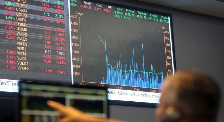 O giro financeiro da sessão somava 32,2 bilhões de reais
