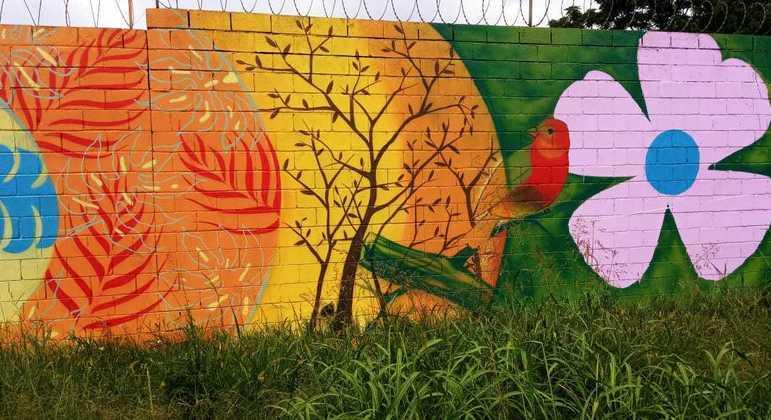 Parte do muro pintado por Box e sua esposa em São Paulo