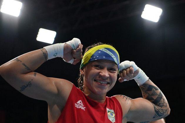 BOXE - Bia Ferreira avançou à semifinal da categoria peso-leve (até 60kg) e garantiu pelo menos a medalha de bronze para o Brasil no boxe. A brasileira venceu a uzbeque Raykhona Kodirova nas quartas de final por decisão unânime.