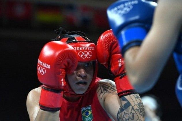 BOXE - Mais uma medalha garantida para o Brasil, desta vez foi a peso-leve (até 60kg) Beatriz Ferreira, que derrotou a uzbeque Raykhona Kodirova nas quartas de final do boxe olímpico por decisão unânime da arbitragem