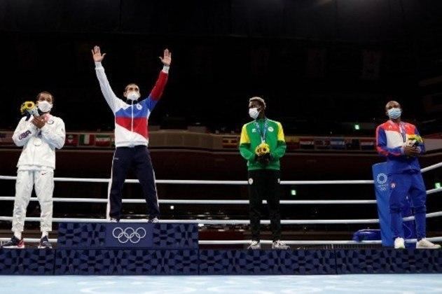 BOXE - Na categoria até 57kg, o russo Albert Batyrgaziev conquistou a medalha de ouro ao vencer o norte-americano Duke Ragan. Samuel Takyi, de Gana, e Lazaro Alvarez, de Cuba, ficaram com o bronze.