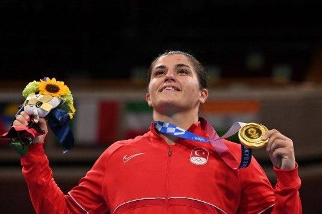 BOXE - Na categoria feminina até 69kg, a turca Busenaz Sürmeneli conquistou a medalha de ouro ao bater a chinesa Gu Hong, que levou a prata. Lovlina Borgohain, da Índia, e Oshae Jones, dos Estados Unidos, ficaram com o bronze.