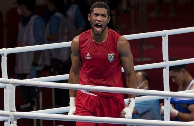 BOXE - Na semifinal de boxe da categoria até 75kg, o brasileiro Hebert Conceição bateu Gleb Bakshi, do Comitê Olímpico Russo, por decisão unânime da arbitragem. Na final, que ocorre no sábado às 2h45 (Brasília), o boxeador enfrenta o ucraniano Oleksandr Khyzhniak.
