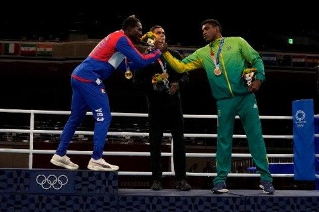 BOXE - Vencedor do duelo contra Abner Teixeira na semifinal, Julio de La Cruz venceu Muslim Gadzhimagomedov, do Comitê Olímpico Russo, na final da categoria até 91kg. O cubano também havia conquistado o ouro na Rio 2016. Além de Abner, David Nyika também recebeu a medalha de bronze.