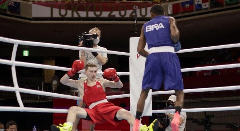 Wanderson de Oliveira derrubou o bielorrusso no 1º round