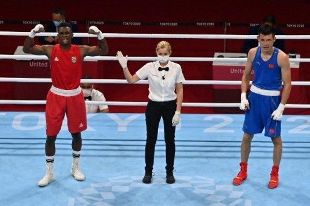 Boxeador Keno Machado vence por nocaute técnico o chinês Daxian Chen e avança para quartas de final da categoria meio-pesado em Tóquio.