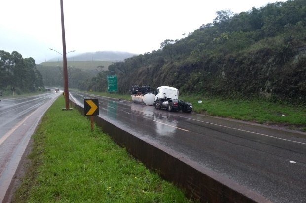Trânsito continua interditado na BR-040 no trevo de Ouro Preto